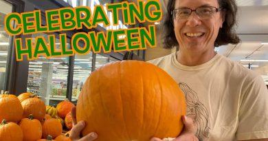Our Vegan Halloween: Jack-o'-lantern, Trick or Treating, & Spooky House!