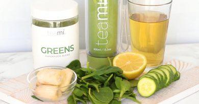 Healthy Superfood Smoothie Recipe | Anti-inflammatory + Metabolism Boosting!