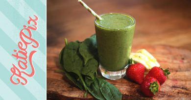 Simple Green Superfood Smoothie Recipe (that actually tastes good) | Katie Pix