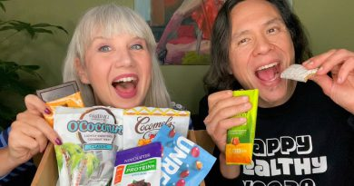 Unboxing Vegancuts Snack Box + Reviewing Everything (SO YUMMY!)