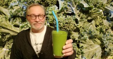 The KETO GREEN SMOOTHIE: SIMPLE CHEAP INGREDIENTS COMPLETE MACROS LCHF PALEO VEGAN