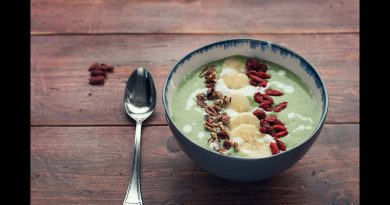 Green Superfood Smoothie Bowl