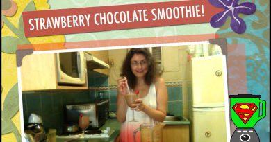 STRAWBERRY CHOCOLATE SUPERFOOD SMOOTHIE!