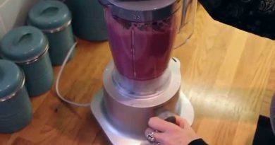 How To Make The Ultimate Superfood Smoothie - in 5 easy steps
