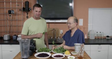 Dr. Tuan's Berry Green Smoothie For Cardiovascular Health & Energy